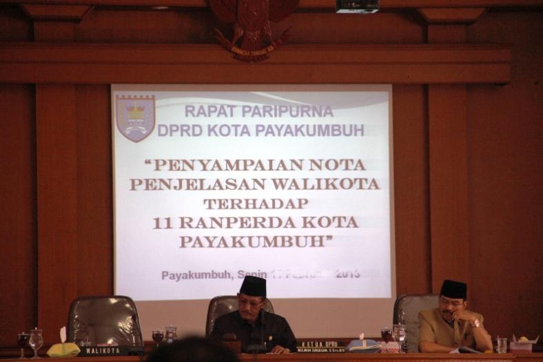 SIDANG PARIPURNA DPRD